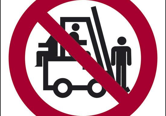 (vietato trasportare e sollevare persone)