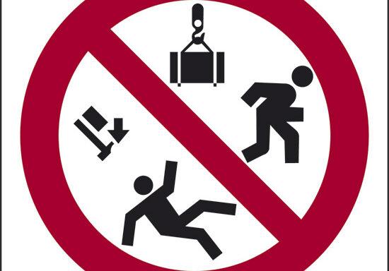 (vietato passare sotto i carichi sospesi)