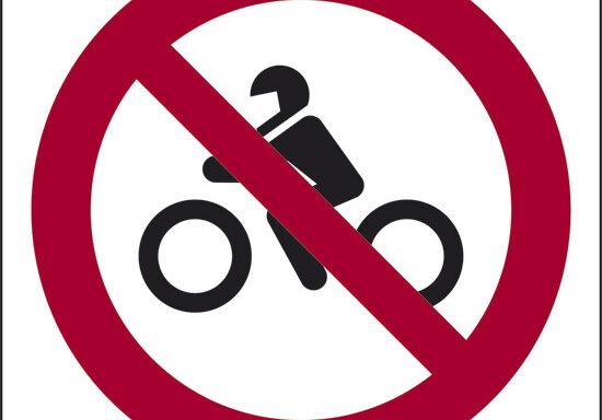 (vietato l'accesso ai motocicli)