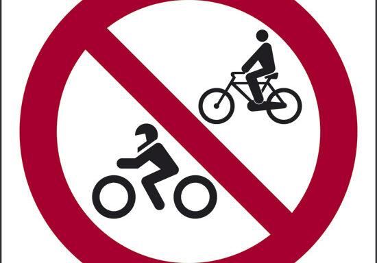 (vietato l'accesso a cicli e motocicli)