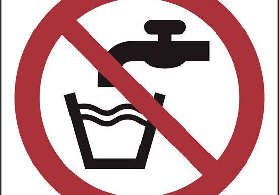 (vietato bere acqua non potabile – not drinking water)