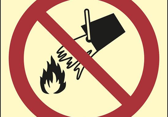 (vietato spegnere con acqua – do not extinguish with water)