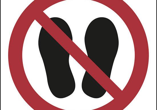 (vietato calpestare o sostare in questa zona – do not walk or stand here)