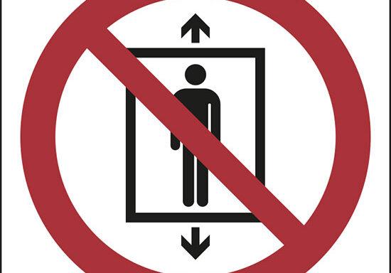(vietato l'uso di questo ascensore alle persone – do not use this lift for people)