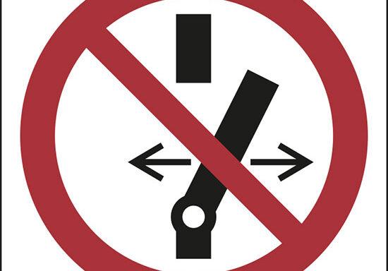 (vietato alterare lo stato dell'interruttore – do not alter the state of the switch)