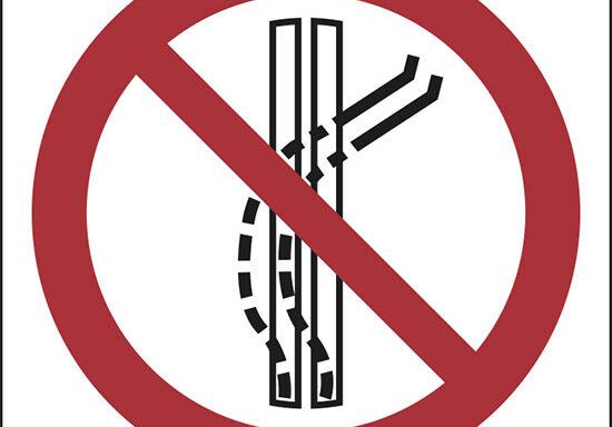 (non lasciare la pista – do not leave the tow-track)