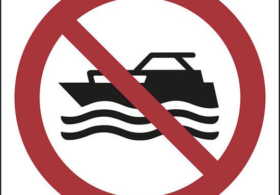 (niente mezzi ad azionamento manuale – no manually powered craft)