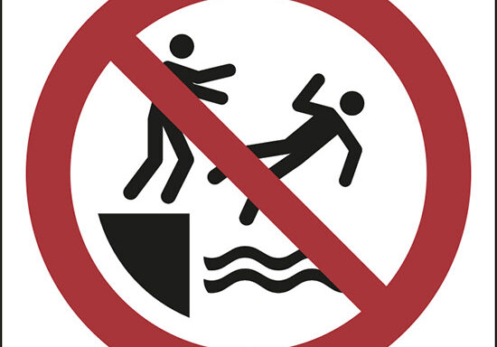 (non spingere in acqua – no pushing into water)