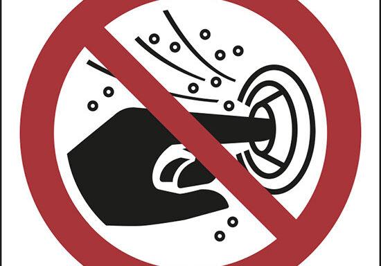 (non mettere le dita nell'ugello dell'idromassaggio – do not put finger into the nozzle of a hydromassage)