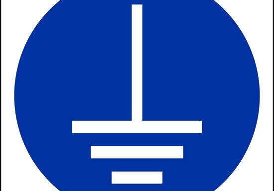 (e' obbligatorio assicurarsi del collegamento a terra – connect an earth terminal to the ground)