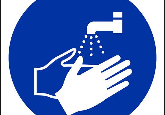 (e' obbligatorio lavarsi le mani – wash your hands)