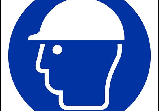 (e' obbligatorio il casco di protezione – wear head protection)