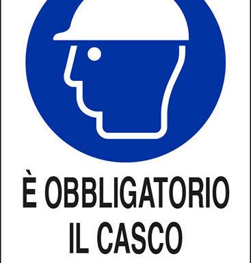 E' OBBLIGATORIO IL CASCO DI PROTEZIONE