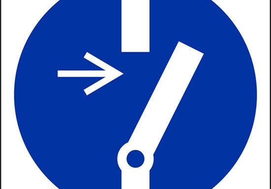 (e' obbligatorio disconnettere il macchinario prima di effettuare manutenzioni o riparazioni – disconnect before carrying out maintenance or repair)