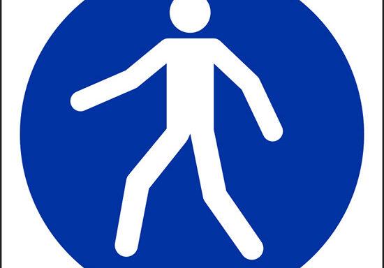 (e' obbligatorio utilizzare il percorso pedonale – use this walkway)