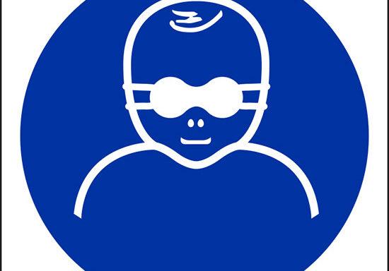 (e' obbligatorio proteggere i bambini con occhiali con lenti opache – protect infants' eyes with opaque eye protection)