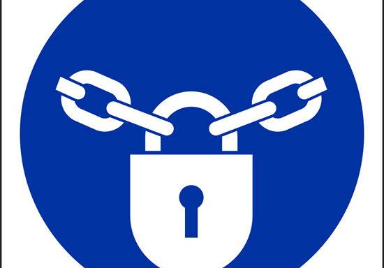 (tenere chiuso con lucchetto – keep locked)