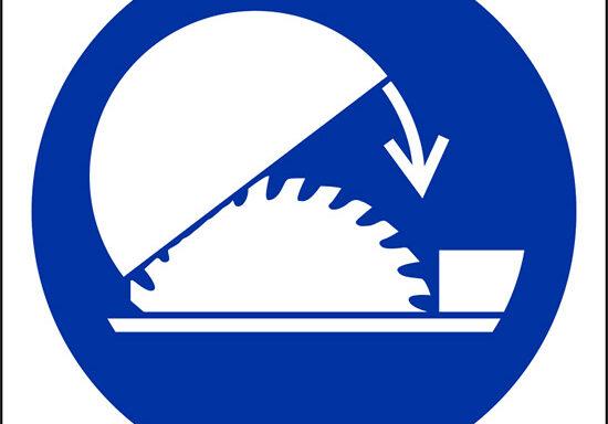 (usare protezione regolabile del banco sega – use table saw adjustable guard)