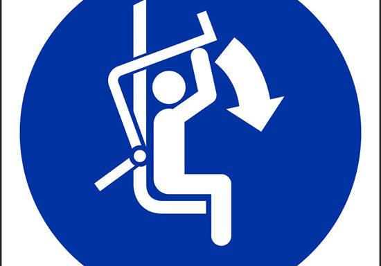 (chiudere barra di sicurezza della seggiovia – close safety bar of chairlift)