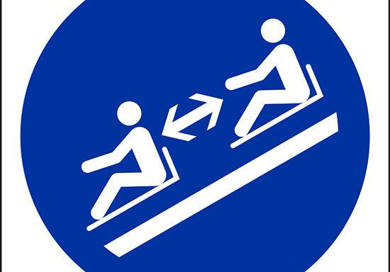 (mantenere la distanza tra le slitte – keep distance between toboggans)