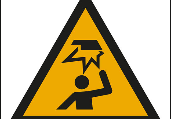 (pericolo ostacoli in alto – warning: overhead obstacle)