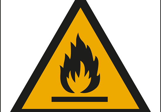 (pericolo materiale infiammabile – warning: flammable material)