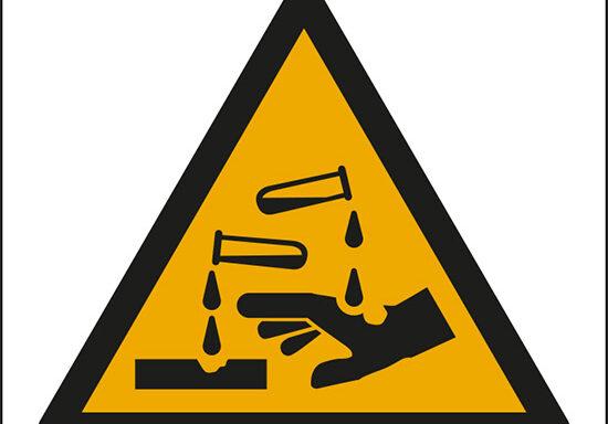 (pericolo sostanze corrosive – warning: corrosive substance)
