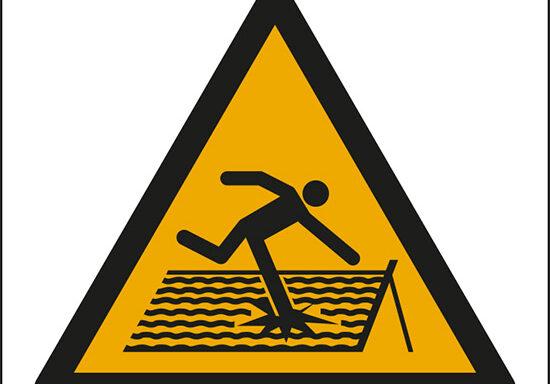 (avvertimento: tetto fragile – warning; fragile roof)