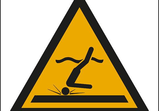 (attenzione; acque poco profonde – warning; shallow water diving)